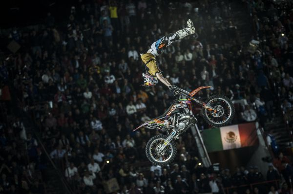 Levi Sherwood in Mexico City.  Foto: Joerg Mitter/Red Bull Content Pool