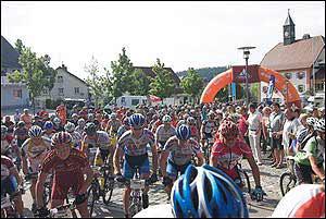 Etappenstart in Grafenhausen. Foto: trans-schwarzwald.deAlt Text