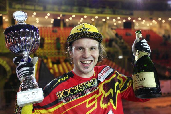 Libor Podmol feiert seinen Sieg in Linz.  Foto: Night of the Jumps