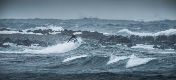 Ramón Navarro: Big Wave Surfing in der Antarktis.  Foto: Alfredo Escobar/Red Bull Content Pool
