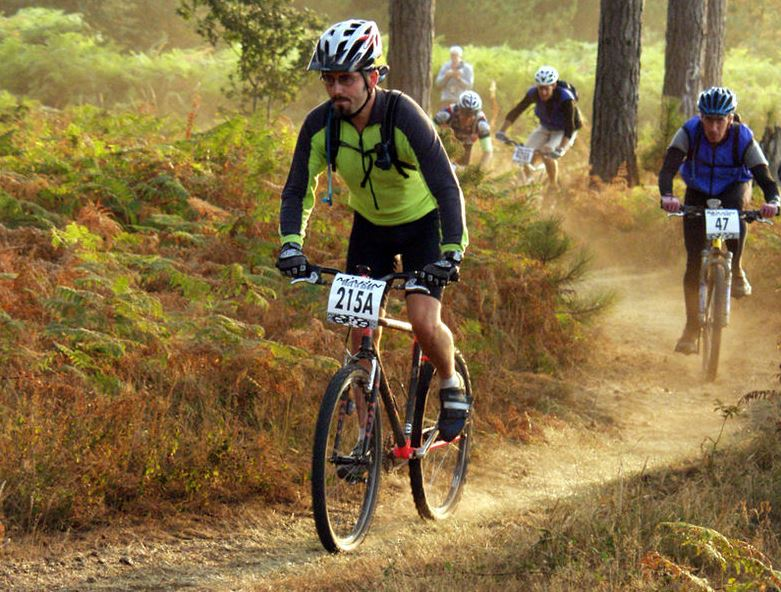 Mountainbiker.  Bildquelle: commons.wikimedia.org © AndyArmstrong (CC BY-SA 2.5)