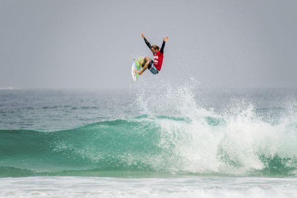 Josh Kerr fliegt gen Himmel beim Billabong Rio Pro 2014.  Foto: Trevor Moran/Red Bull Content Pool