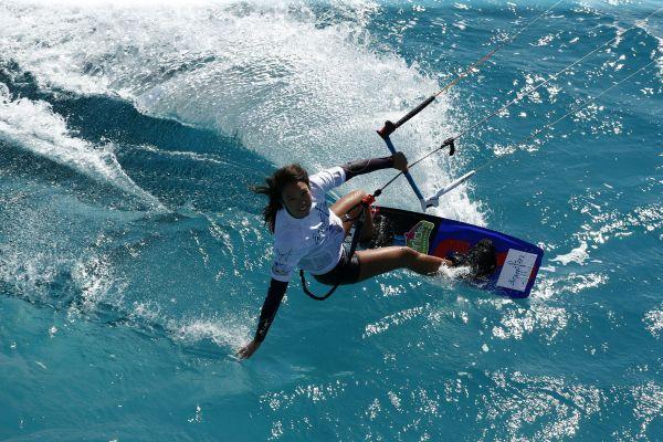 Sabrina Lutz: Europameisterin im Kitesurfen.  Foto: HOCH ZWEI / Juergen Tap