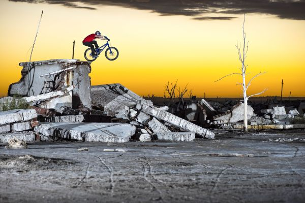 Danny MacAskill: Sunset Drop.  Foto: Red Bull Content Pool