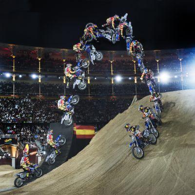 Der Bikeflip als Sequenz.  Foto: Daniel Grund/Red Bull Content Pool
