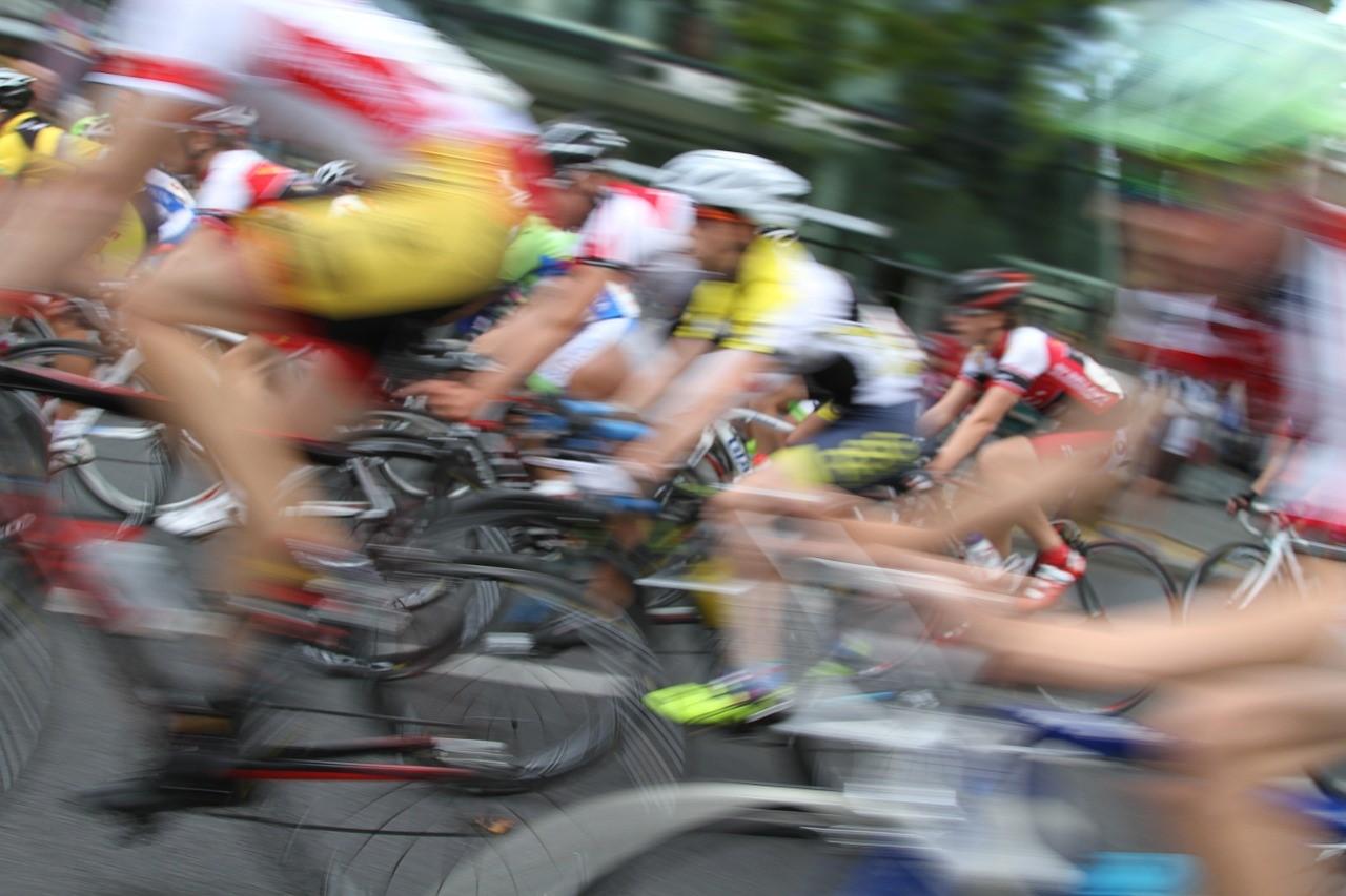 Rasend schnell - der Radsport hat einiges an Spannung und Nervenkitzel zu bieten.  Copyright: pixabay � argentum (CC0 Public Domain)