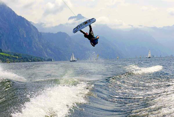 Dominik Hernler beim Austrian Wakeboard Cup in Gmunden Foto: Konflozius
