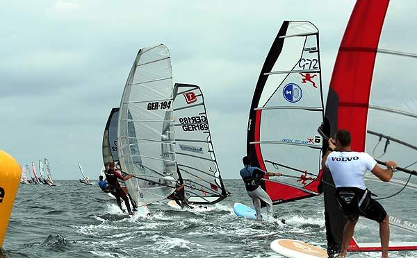 Starterfeld beim Deutschen Windsurf Cup in Boltenhagen